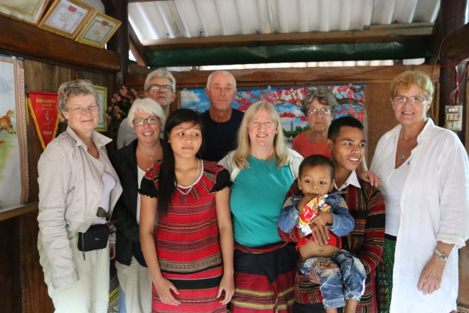 Faddrarna tillsammans med Karins fadderbarn och hans föräldrar.