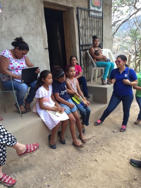 Flickor ur läsgruppen.