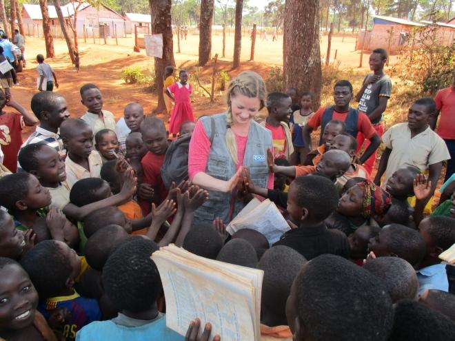 """""""Jag bestämde mig för att jag ville arbeta för just barn och ungdomar, som är en väldigt utsatt grupp – och vår framtid"""" berättar Annica. Bilden är från ett besök i ett flyktingläger i Tanzania i somras."""