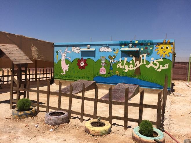 En färgklick i öknen - förskolan i flyktinglägret skapar hopp.
